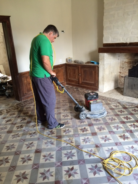 How to clean cement floor tiles thefloors co for Best way to clean cement